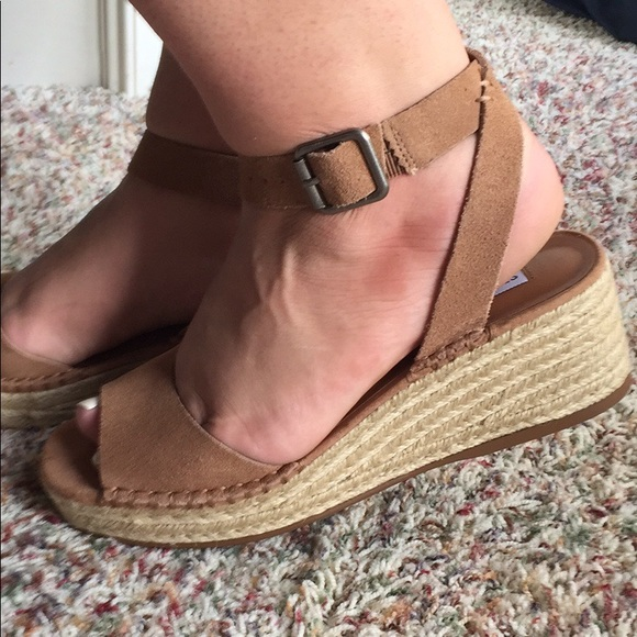 af6d77eb7dc NWOT Steve Madden Elody wedge suede sandals tan 8.  M 5ac5551700450f527787d140